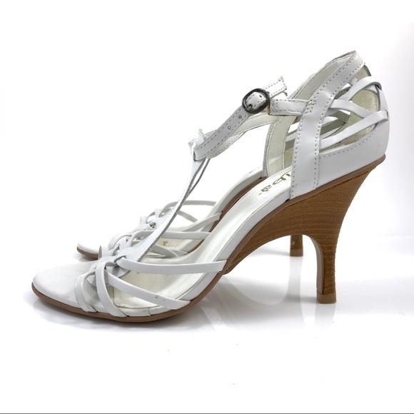 cfe68761b VTG BRAZILIAN white leather t-strap sandals. Vintage.  M_5afcf6683a112e88ab373cdb. M_5afcf669daa8f6ba51a68eb7.  M_5afcf66df9e50162e5e50946